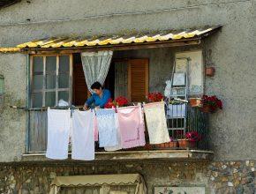 spălat rufele în public